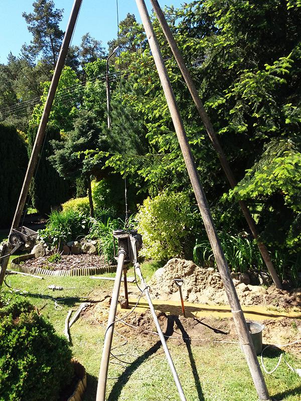 Łazy studnia głębinowa w ogrodzie
